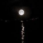 Pleine lune sur lac sur le lac du Bourget -CLBCK Rhôn'Ô Lac - rhonolac rhonolac.fr Chambéry Le Bourget canoë kayak Lac du Bourget navigation de nuit clair de lune Chanaz Conjux Canal de Savière Aix les Bains Aix Riviera Hautecombe Savoie